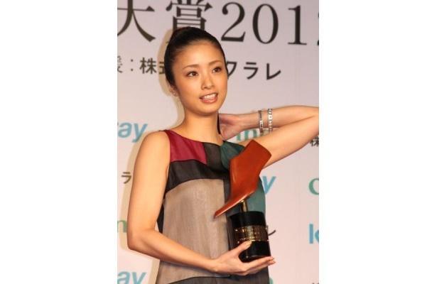 上戸さんはEXILEのリーダー・HIROと9月に結婚した