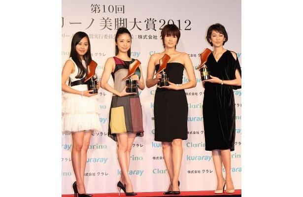 授賞式には宮崎香蓮さん、上戸彩さん、吉瀬美智子さん、賀来千香子さんが出席