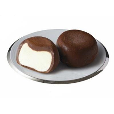【写真を見る】「アイスを包む技術」を活用しアイスを生チョコで包んだ!