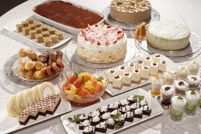 スイーツブッフェ「Natural Relief」はケーキなどのスイーツのほか、フードやドリンクも食べ放題!