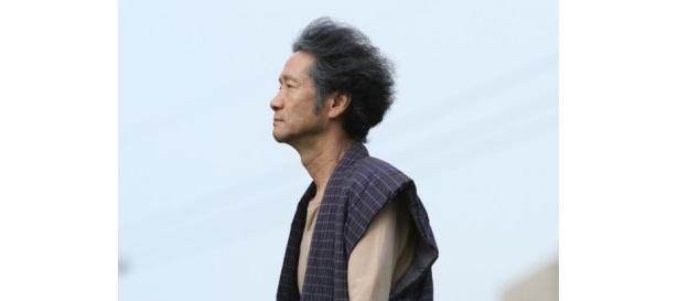 団地に住むちょっとボケたおじいちゃんを演じる遠藤賢司