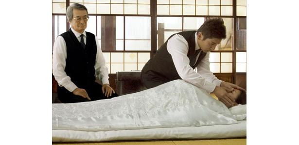 『おくりびと』納棺師の本木雅弘とその師匠の山崎努