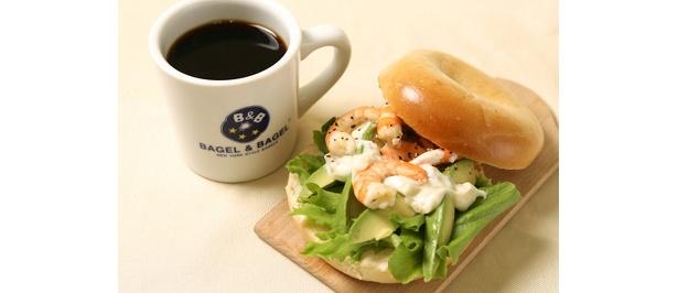 九州では小倉井筒屋店のみのカフェメニュー「アボガド&シュリンプ+コーヒー」