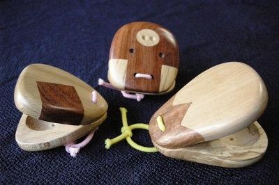 長野県「音のふるかわや」出展、木でできたカスタネット