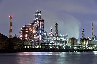 市営埠頭から見た東亜石油の工場。美しすぎる!