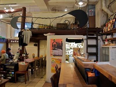 今回はギア会場と同じ1928ビル1階の「ラジオカフェ」さんにてインタビュー