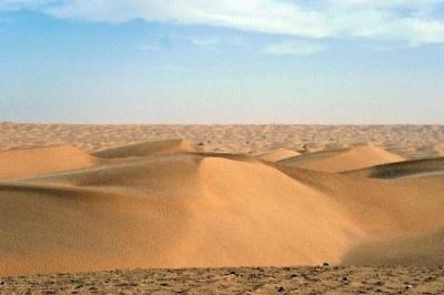 新疆ウイグル自治区南西部の「タクラマカン砂漠」