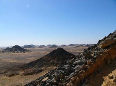エジプトの「サハラ砂漠(黒砂漠)」