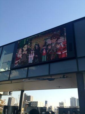 東京スカイツリー(R)下の大型ビジョンでユキエちゃん&カメナシくんと共演!