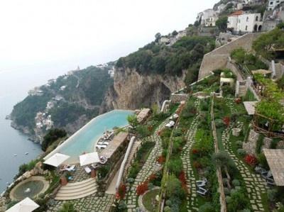 アマルフィ海岸に面したコンカディマリーニの断崖に立つホテルが世界の1位に!
