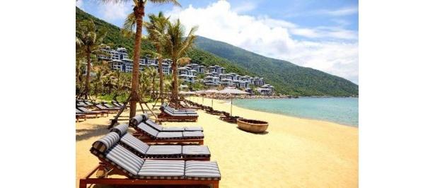 アジアの2位!ベトナム中部ダナンにあり、白砂のビーチと南シナ海を見下ろす丘陵にヴィラが並ぶ