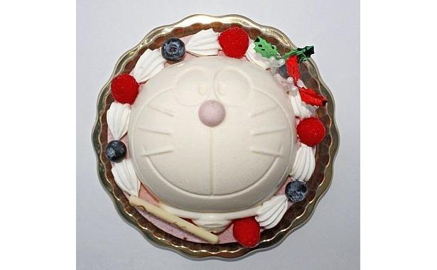 「ドラえもんアイスケーキ クリスマススノーボール」(3800円)が期間限定で発売される