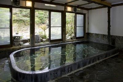 「塔ノ沢 一の湯本館」大浴場