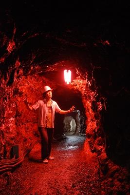 洞窟内はひんやり涼しい、というか寒い…