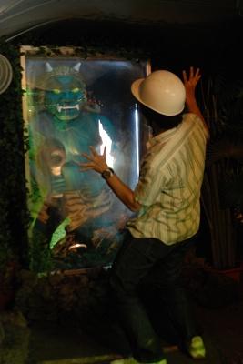 「極楽洞」にて、自分の本当の姿を映し出す鏡
