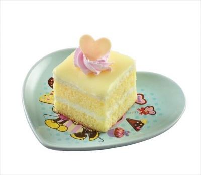 「ホワイトチョコレートケーキ、スーベニアプレート付き(ブルー)」(700円)