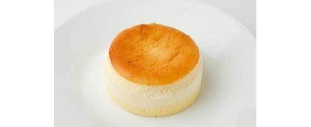 しっとりした「スフレチーズケーキ」も350円