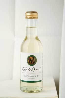 白もカリフォルニア産。飲みきりタイプがうれしい