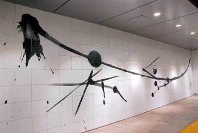 明治神宮前駅には、武田双雲作「希望」が。神宮前らしい和の作品