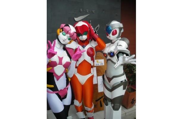 大阪で活躍中の歌って踊れるロボットアイドルユニット、「にょロボてぃくす」