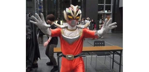 星龍戦士コスモフラッシャー。宇宙のご当地ヒーローだが活動範囲は関東地方