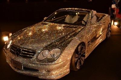 何ともゴージャスな黄金のカスタムカー