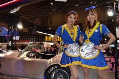 カスタムカーと美女の共演が楽しめる大型イベントが開催中!