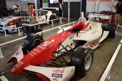 現役で活躍中のレーシングカーも多数展示
