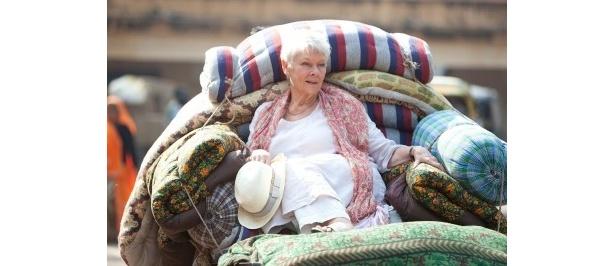 ジュディ・デンチらイギリスを代表する名優たちがインドを舞台に繰り広げるロマンティックコメディ