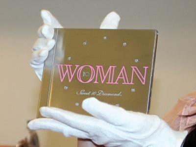 重さ830g、販売価格1000万円という、超高級CDが登場!