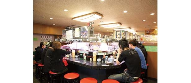 テーブルが3つあり、グループでも入りやすい(若貴 池袋サンシャイン60階通り店)