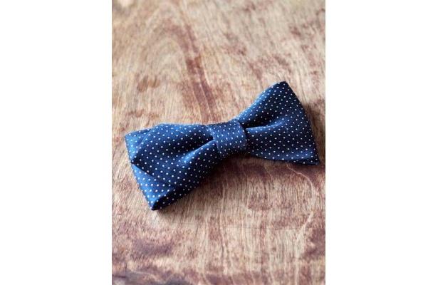 ミニリボンにパーツをつけて蝶ネクタイにアレンジしても