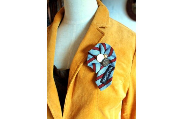 ジャケットにはネクタイロゼットが使いやすくて男性にもお勧め
