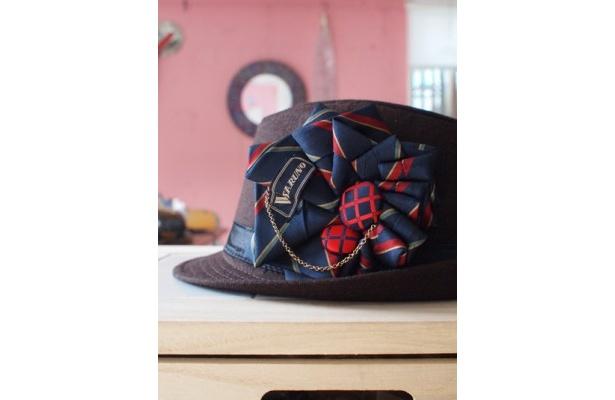 帽子に付けるコサージュなら男性でも素敵
