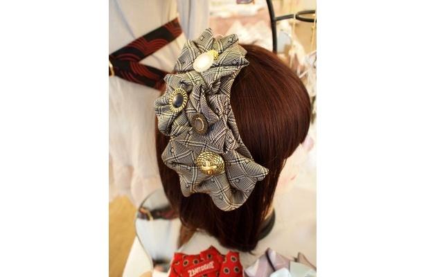 豪華なヘッドドレスも1本のネクタイから!オリジナル販売製品