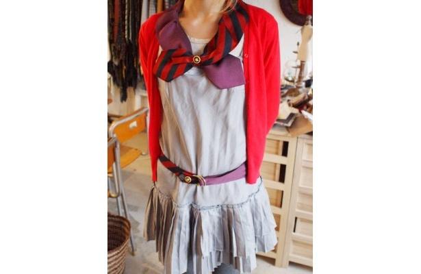 ナルナルでは、付け襟やベルトなどの小物も販売している