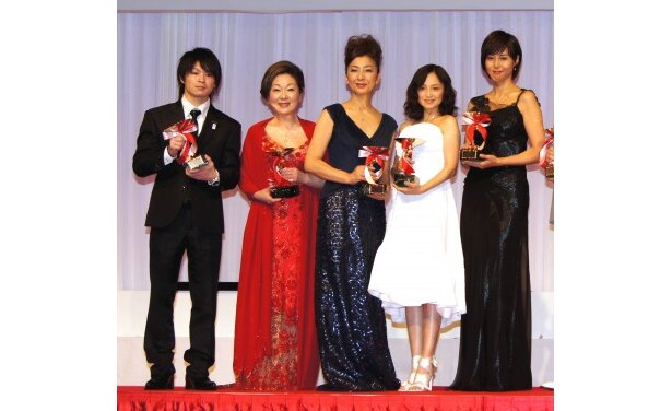 体操・内村航平選手、由紀さおり、高橋恵子、永作博美、松嶋菜々子(写真左から)