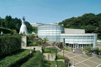 生田緑地内にある「岡本太郎美術館」。入場料は700円