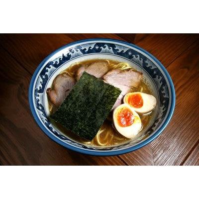 【らーめん木尾田】「特製らーめん」(¥850)。動物系のスープは完成した後に冷蔵保存し、味をなじませている。魚のよい香りも上品に沸き立つ一杯だ