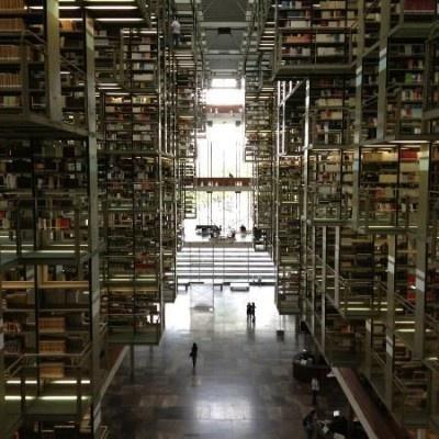まるでSF映画のような内観のヴァスコンセロス図書館