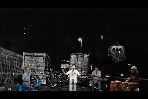 復帰後のGOMA氏のライブ映像の背景にデビューから交通事故、復帰までの映像が流れる
