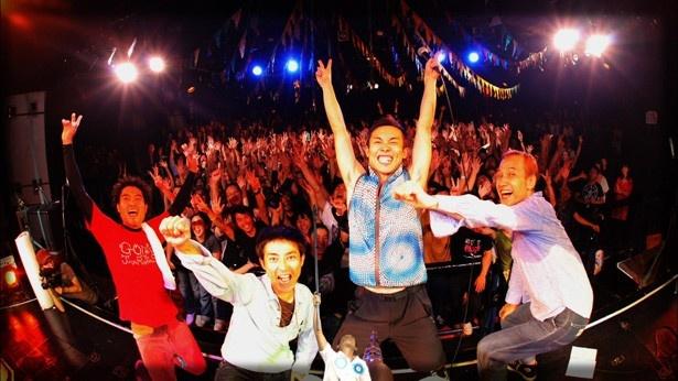 松江監督も衝撃を受けた11年3月の復帰ライブの映像も使用されている