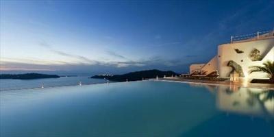 1位のアナスタシス アパートメント(ギリシャ/サントリーニ島)