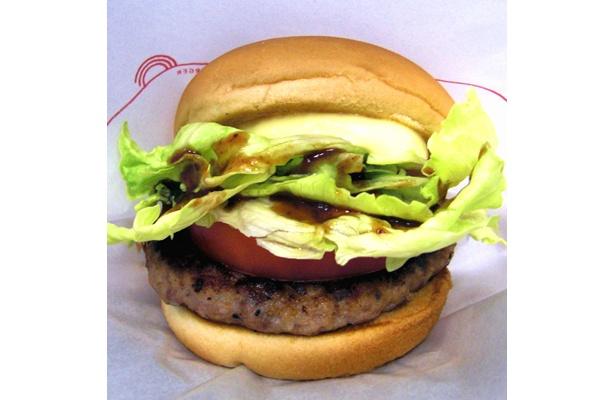 「とびきりハンバーグサンド トマト&レタス」(420円)は、ソースとボリューム満点の国産肉がウマい!