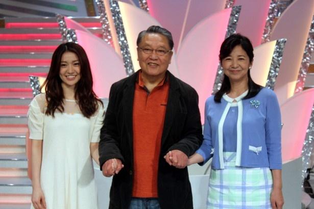 「第19回 家族で選ぶにっぽんの歌」で司会を務める大島優子、伊東四朗、宮崎美子(写真左から)