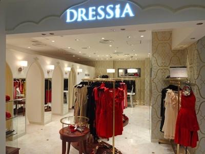 プラダやグッチなど、憧れのブランドドレスや靴がお手頃にレンタルできる専門店が商業施設に初出店!