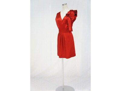 インパクトある赤いドレスも一度は着てみたい