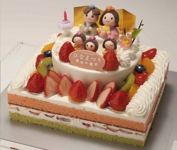 超豪華なひな壇ケーキ。「ひなまつりスペシャルひな壇デコレーション」4200円(18×22cm)