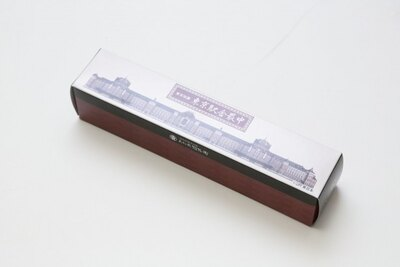 D.箱の中身も東京駅舎のイラストそっくりな「東京駅舎最中」