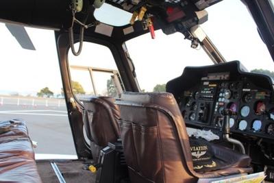 ヘリコプターの機内。操縦機がカッコいい!